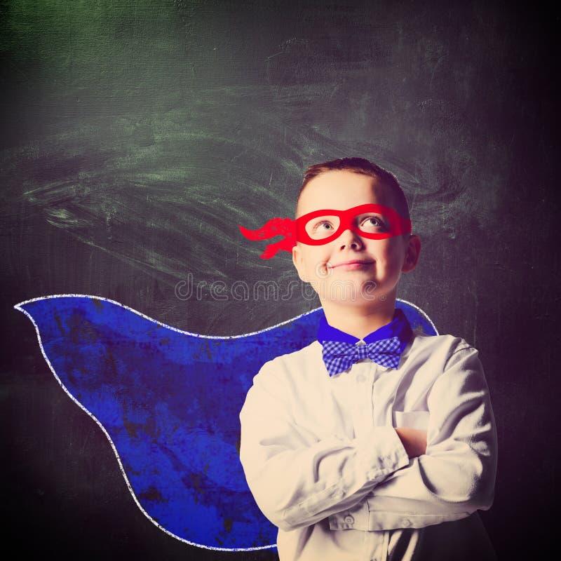 Superheroskolapojke royaltyfria foton