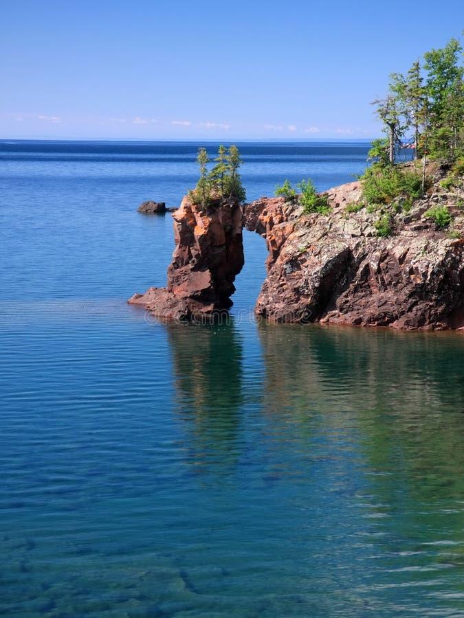 Superior de lago e arco natural foto de stock