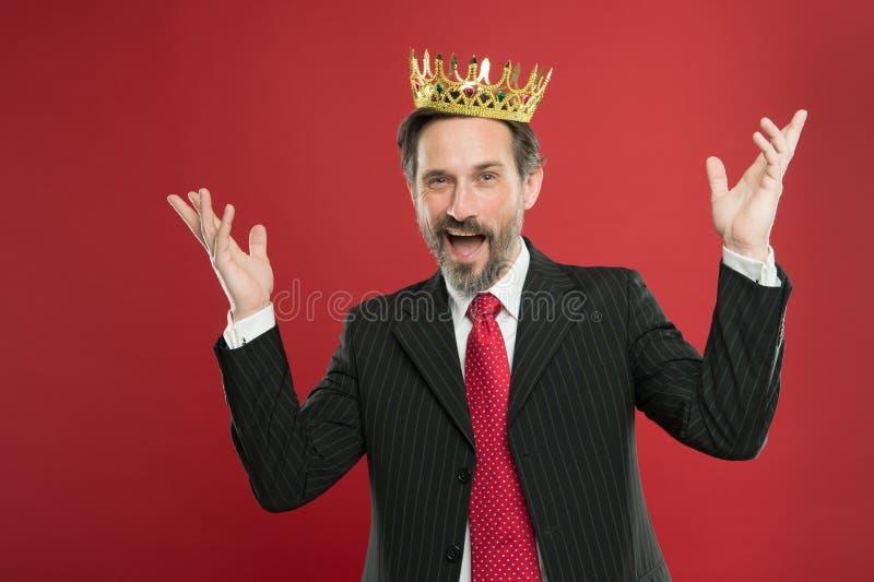 Superior e narcis?stico Cerim?nia tornada do rei Eu sou apenas superior Concess?o e realiza??o Superioridade de sentimento sendo fotografia de stock