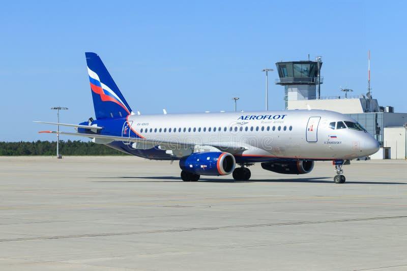 Superjet 100-95B de Sukhoi das linhas aéreas do russo de Aeroflot em Dresden foto de stock royalty free