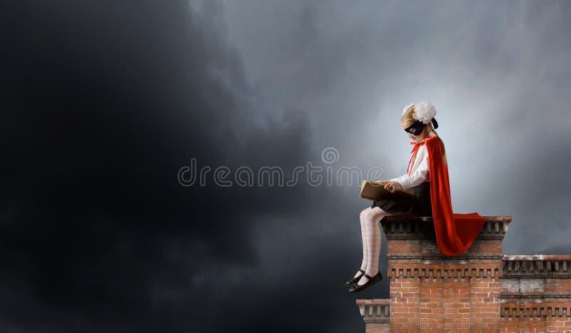 Superkid με το βιβλίο στοκ εικόνα