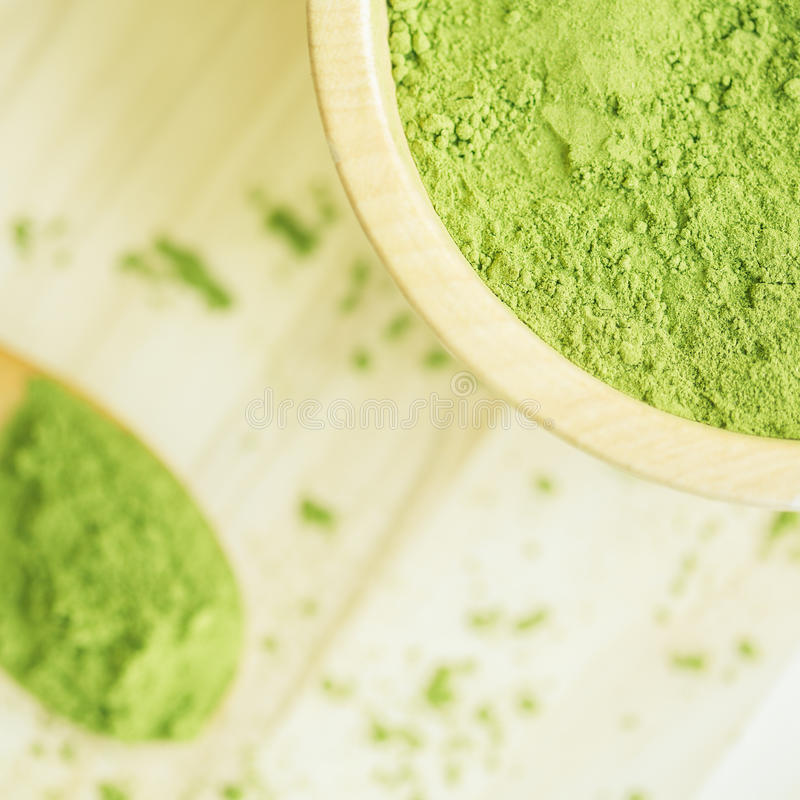 Superlebensmittel Moringa-Grünpulver stockfotos