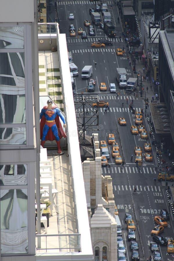 Superman alto da elevação foto de stock