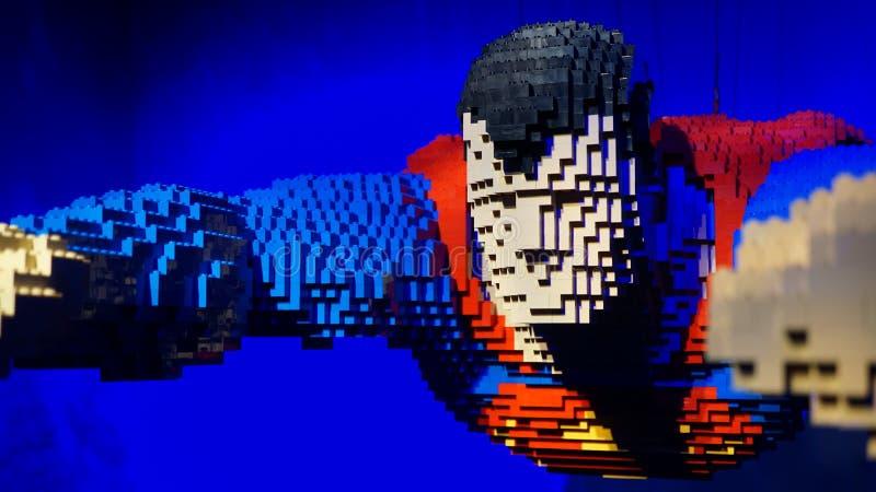 Superman interamente fatto dei mattoni di Lego da Nathan Sawaya fotografia stock