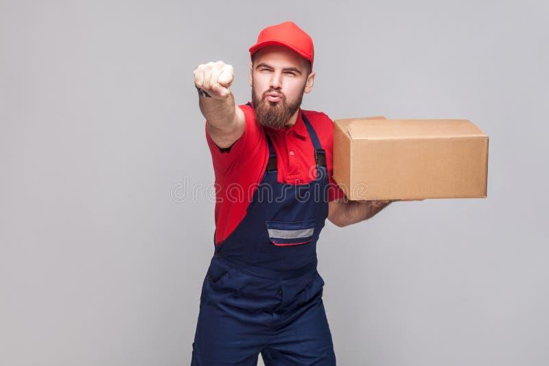 Superman! Jonge in zeven haasten logistische leveringsmens met baard in B royalty-vrije stock afbeeldingen