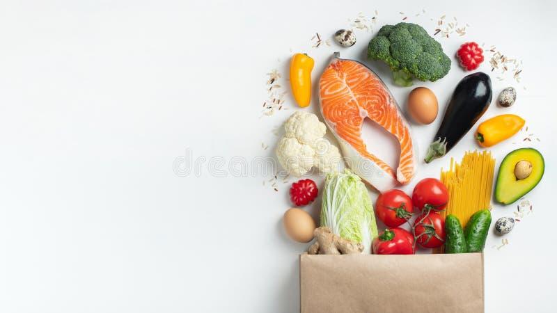supermarket Papierowa torba pełno zdrowy jedzenie fotografia royalty free