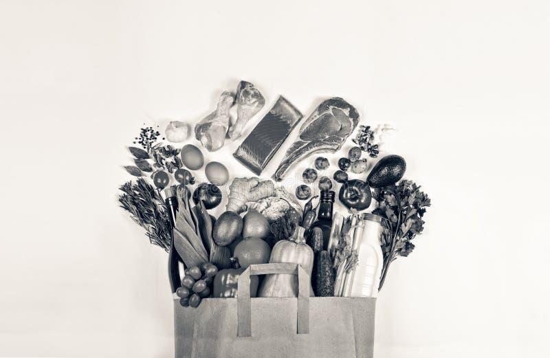 Supermarket, Papierowa torba, zdrowy jedzenie, wino, jedzenie, wołowina zdjęcia stock