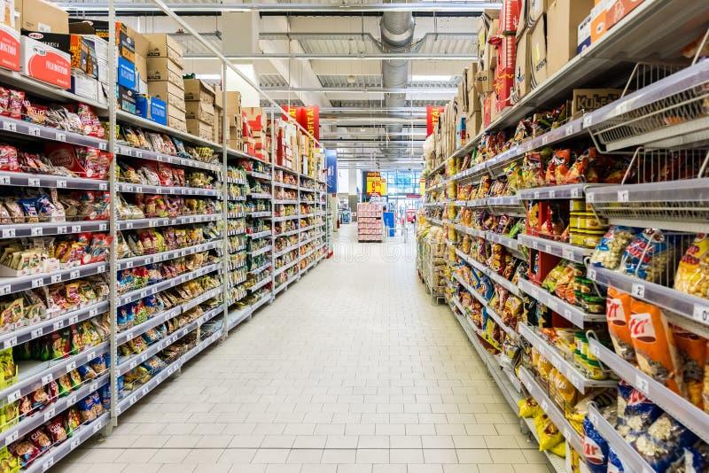 Supermarketgångmat royaltyfri fotografi