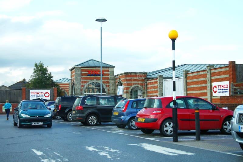 Supermarketparkeringshusplats royaltyfri foto