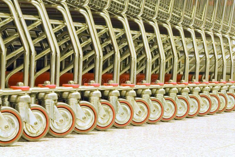 supermarkettrolleys arkivfoto