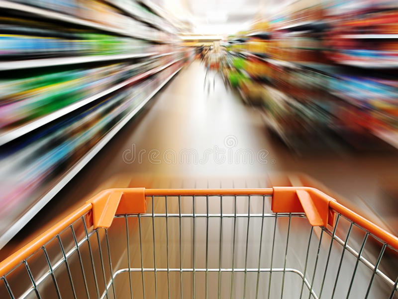 Supermarketvagn. royaltyfri foto