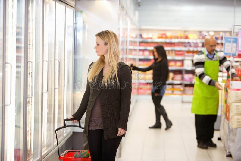 Supermarkt-Gemischtwarenladen stockbilder