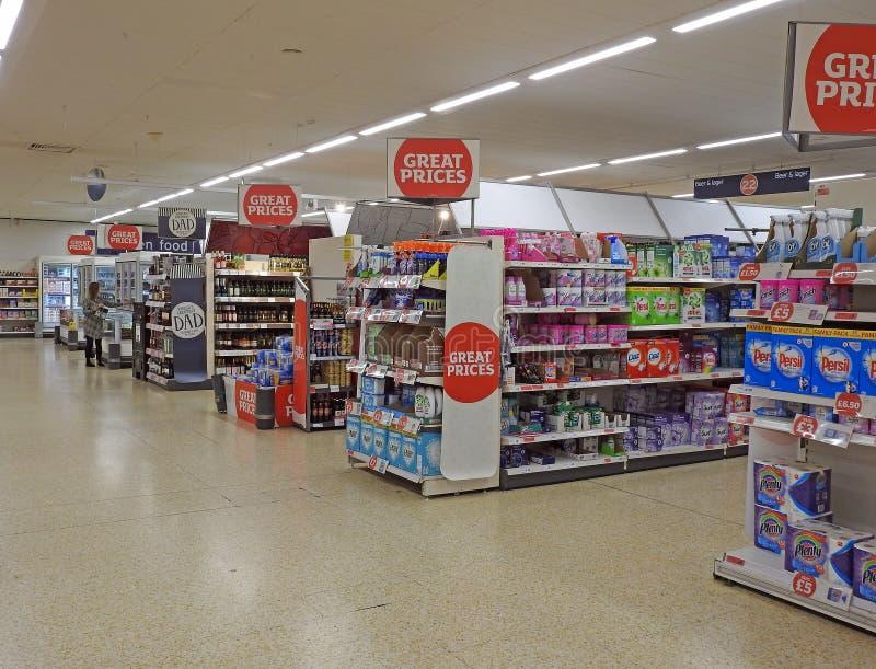 Supermarkt het winkelen eilanden stock foto's