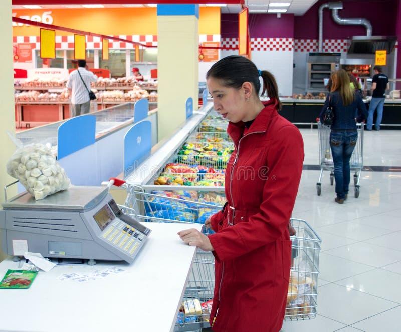 Supermarkt met zelfbediening stock afbeelding