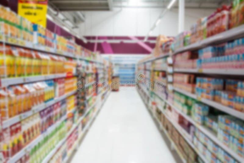 Supermarkt in undeutlichem für Hintergrund lizenzfreie stockfotos