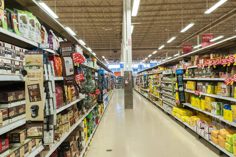 Supermarktdoorgang royalty-vrije stock afbeelding