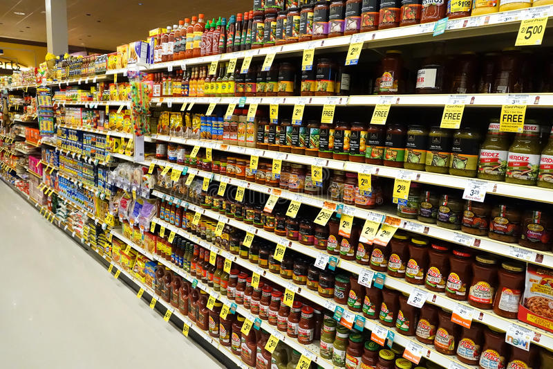 Supermarktdoorgang stock afbeelding