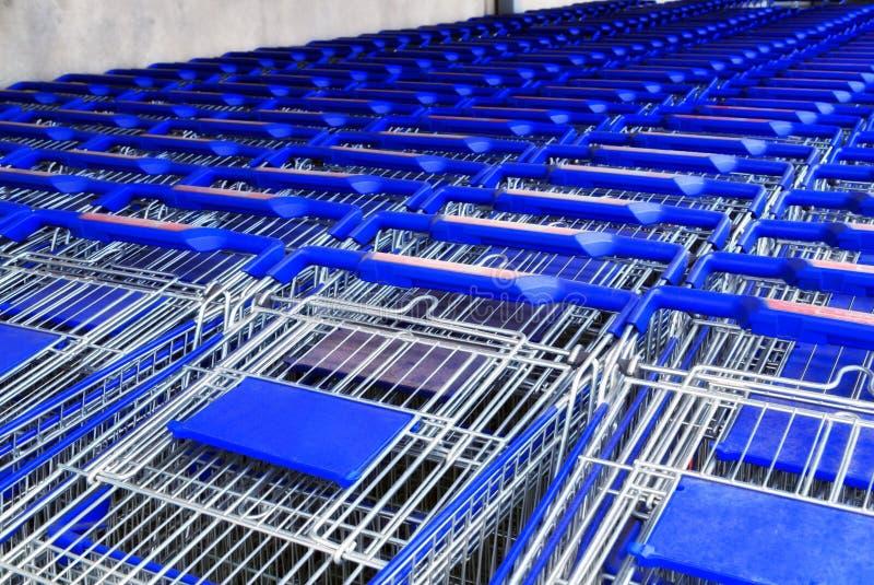 Supermarktkorb stockfoto