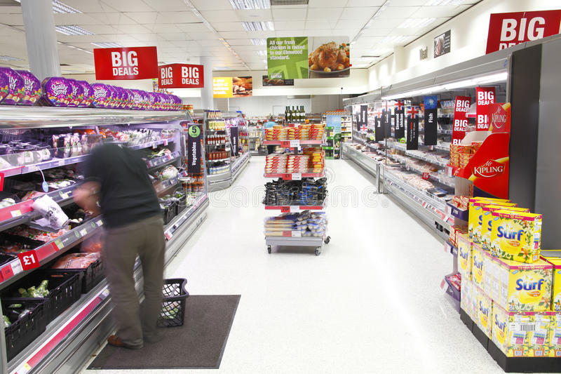 Supermarktnahrungsmittelinsel lizenzfreie stockbilder