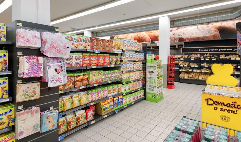 Supermercado, colmado, copos de maíz, cereales foto de archivo