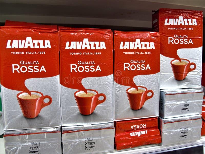 Supermercado de Auchan em Roma imagem de stock royalty free