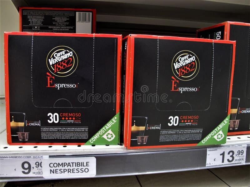 Supermercado de Auchan em Roma fotografia de stock royalty free