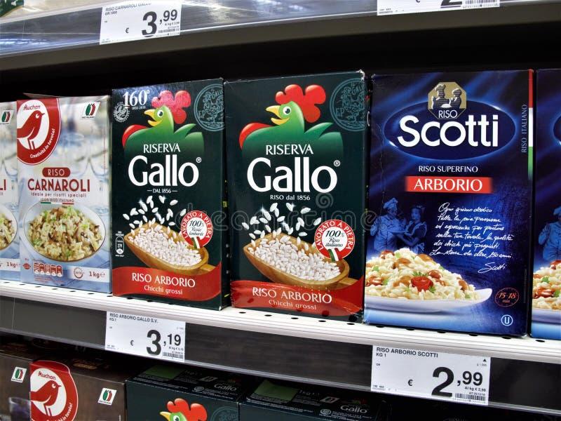 Supermercado de Auchan em Roma foto de stock royalty free