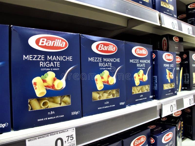 Supermercado de Auchan em Roma fotos de stock