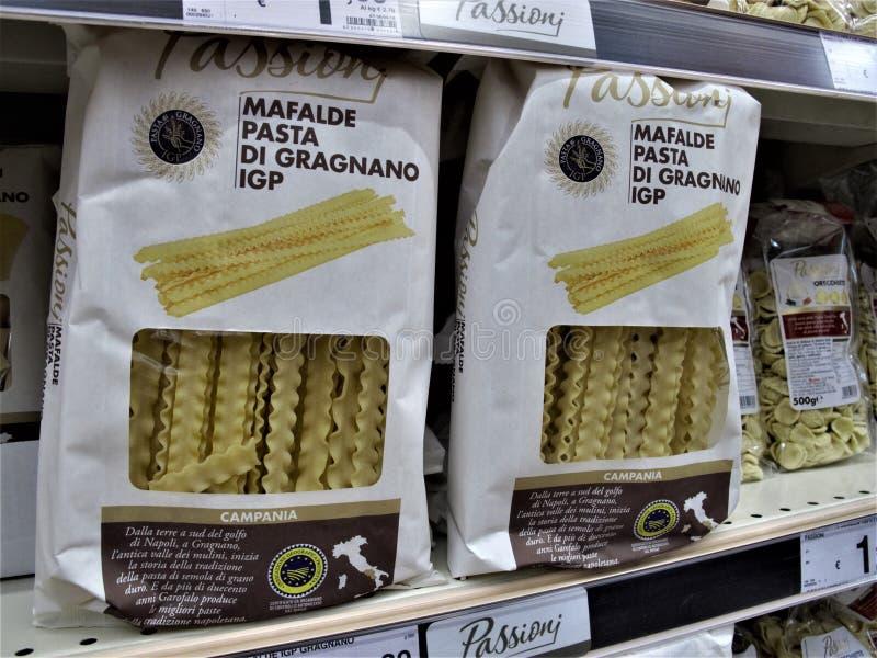 Supermercado de Auchan em Roma fotografia de stock
