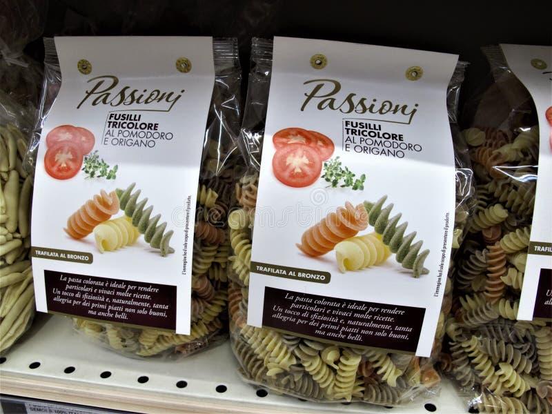 Supermercado de Auchan em Roma imagem de stock