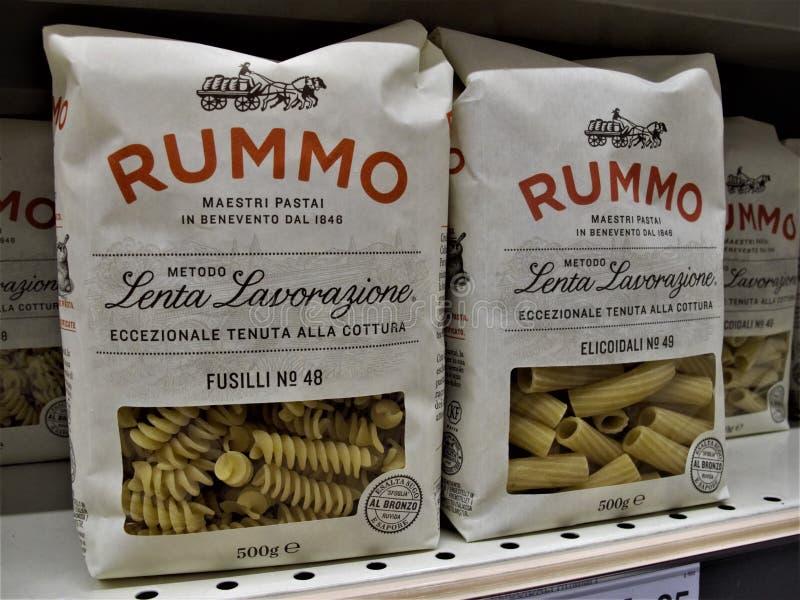 Supermercado de Auchan en Roma imágenes de archivo libres de regalías