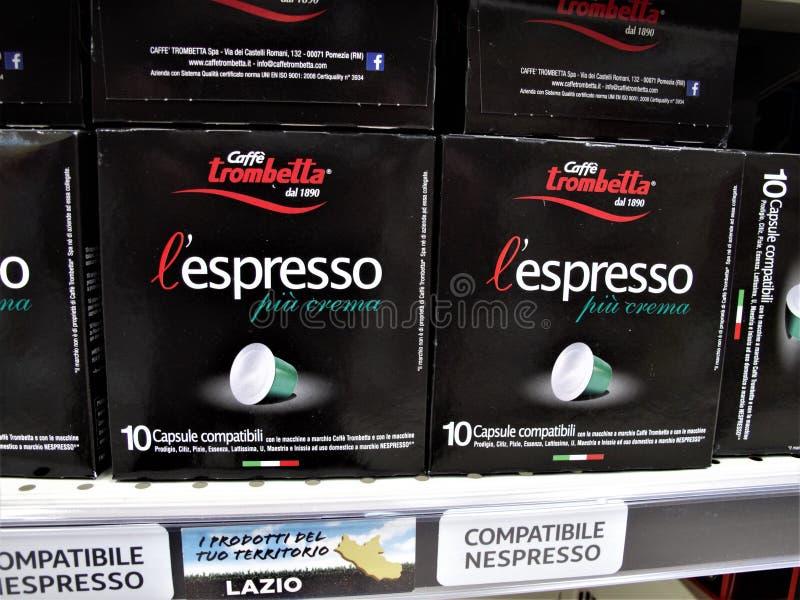 Supermercado de Auchan en Roma fotos de archivo