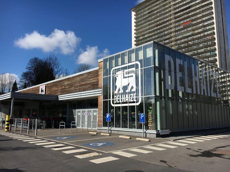 Supermercado de Delhaize em Bruxelas, Bélgica fotos de stock royalty free