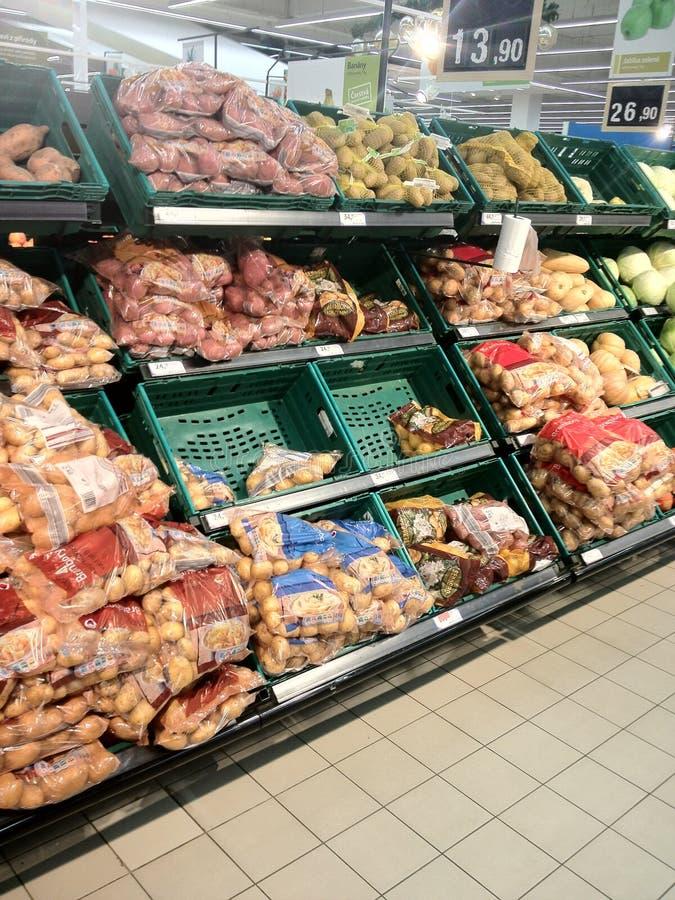 Supermercado interior del ultramarinos fotos de archivo
