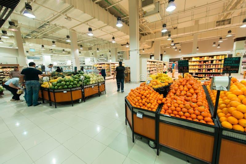 Supermercado Waitrose de Dubai o 8 de agosto mim foto de stock royalty free