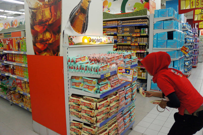 Download Supermercato immagine editoriale. Immagine di solo, indonesia - 55358010