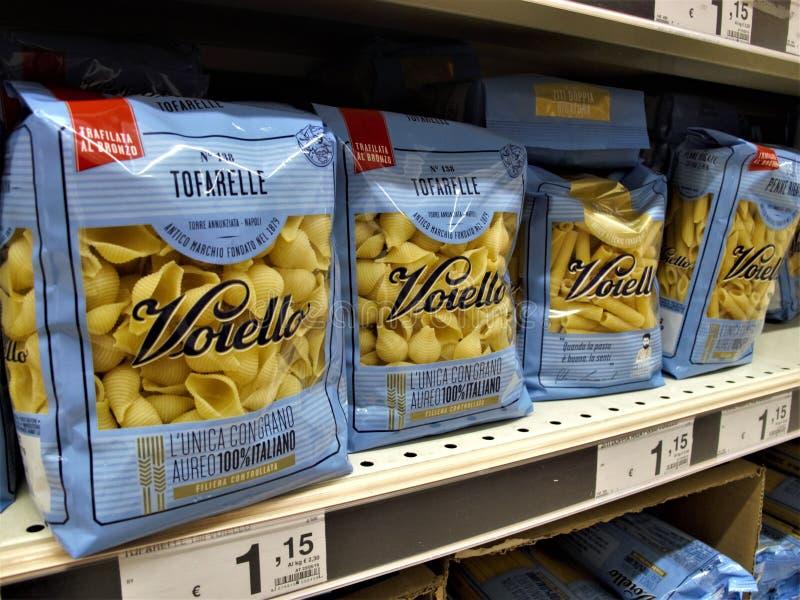 Supermercato di Auchan a Roma fotografie stock