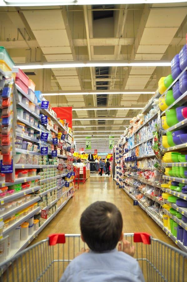 Supermercato e bambino fotografie stock libere da diritti