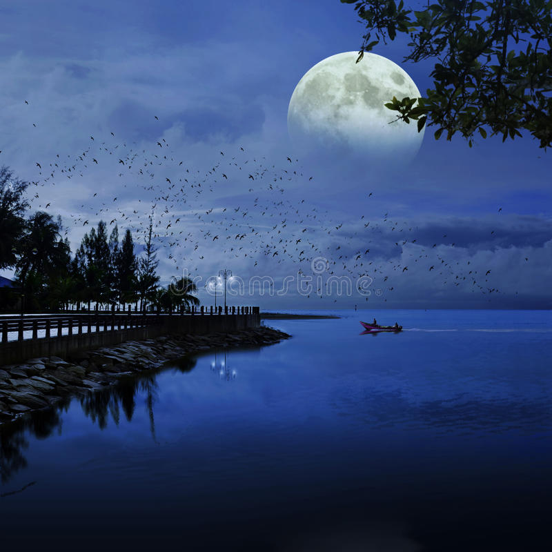 Supermoon на Tanjung Лумпуре стоковое фото rf