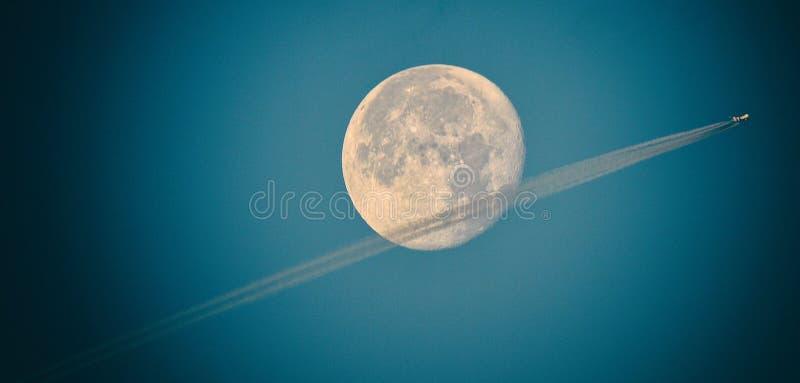 SuperMoon flyby zdjęcie stock