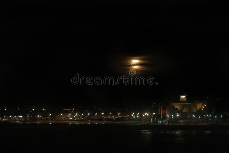Supermoon over het Strand van Las Canteras royalty-vrije stock fotografie