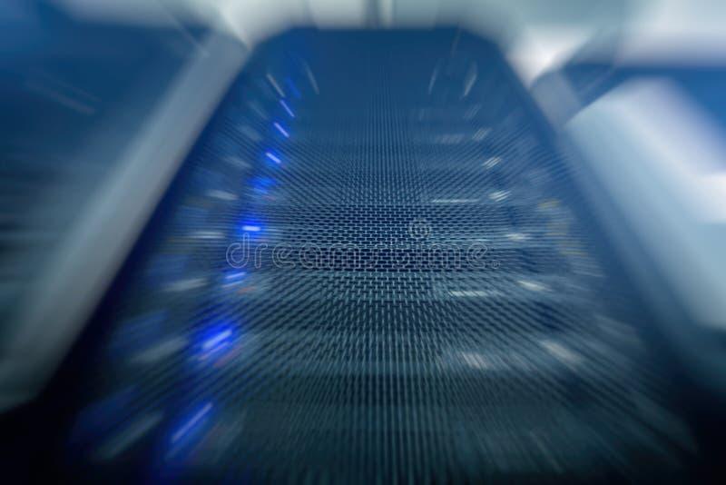 Superordenadores modernos en centro de datos de cómputo imagen de archivo libre de regalías