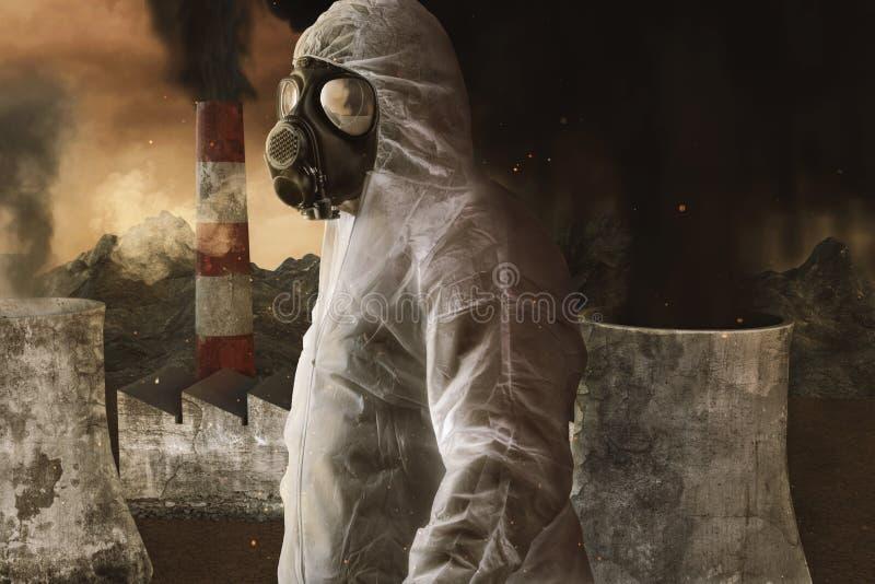 Superviviente con el guardapolvo y la careta antigás blancos delante de la incineradora y del ambiente apocalíptico ilustración del vector
