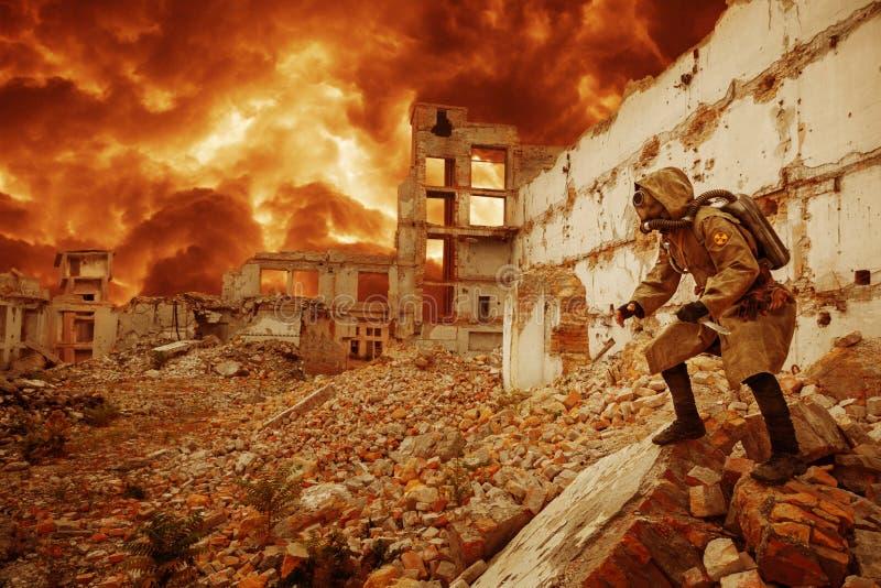 Superviviente nuclear de la apocalipsis imágenes de archivo libres de regalías