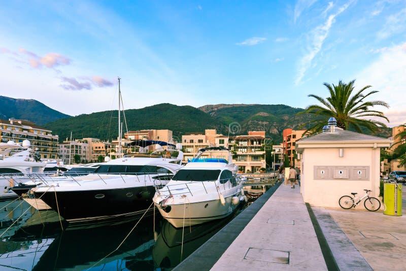 Superyachts Waterkant van Tivat, Montenegro royalty-vrije stock foto's