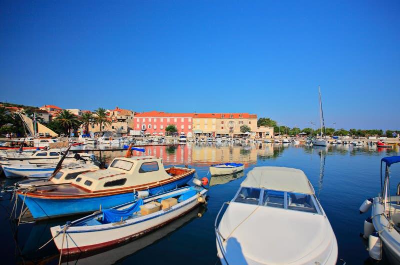 supetar łodzi marina zdjęcia royalty free