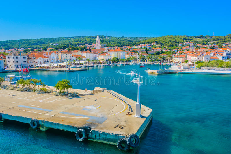 Supetar nabrzeżny pejzaż miejski na wyspie Brac, Chorwacja fotografia royalty free