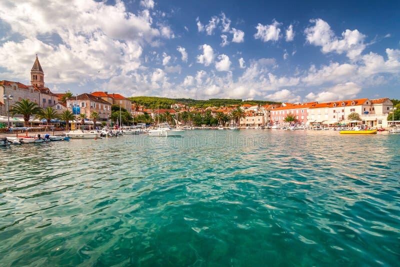 Supetar schronienie przy słonecznym dniem na Brac wyspie, Chorwacja zdjęcie stock