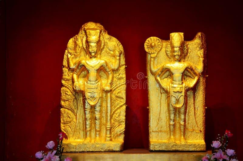 Suphanburi市柱子寺庙上帝雕象  免版税库存图片