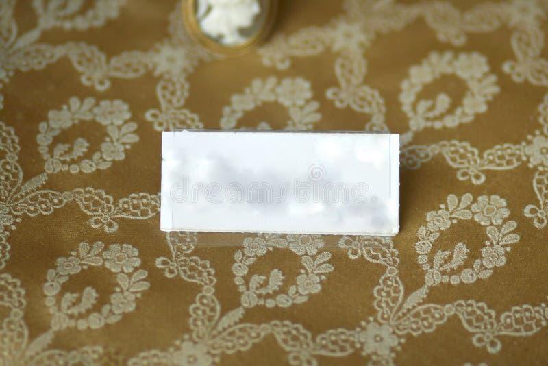 Suporte da etiqueta no fundo floral antigo fotografia de stock royalty free